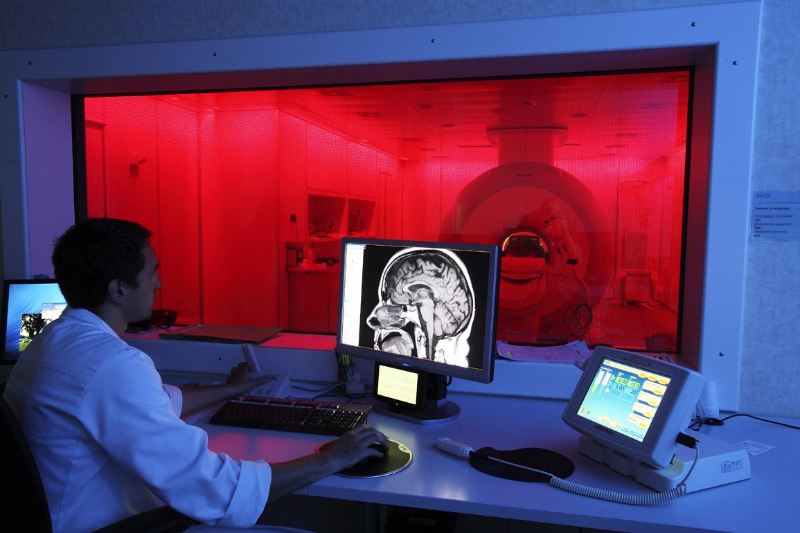 Risonanza magnetica aperta pazienti ortopedici cdi for Centro diagnostico via saint bon